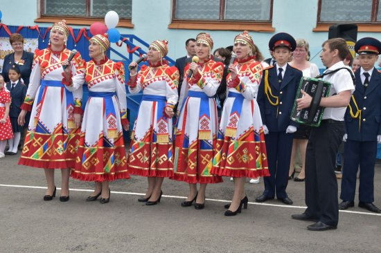 Выпускники кадетской школы № 14 попрощались со знаменем школы