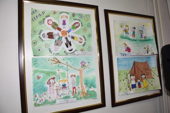 Дипломы и памятные подарки - маленьким художникам