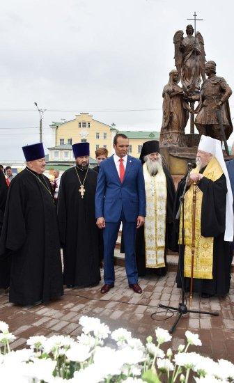В Чебоксарах установлен символ верной любви - памятник Петру и Февронии