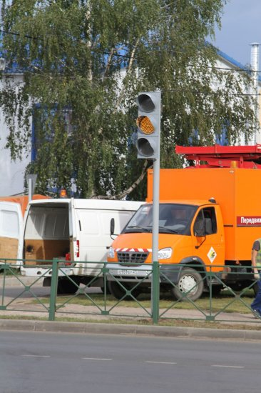 Установлен светофор на перекрестке улиц Б.Хмельницкого и Дементьева