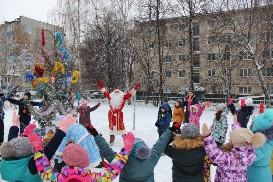Новогодние мероприятия в ТОС Московского района радуют детей и взрослых