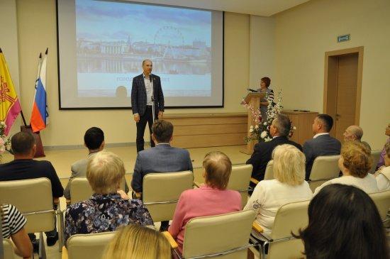 Алексей Мурыгин вручил юбилейные медали к 550-летию города Чебоксары электроаппаратчикам