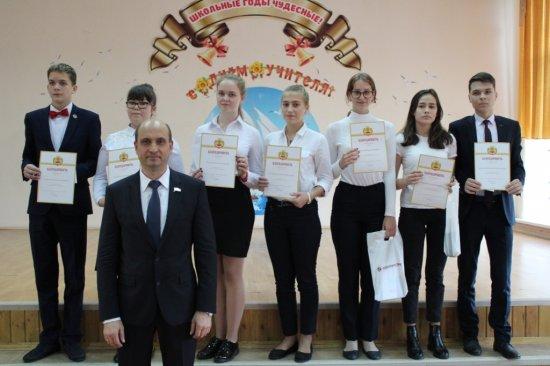 Алексей Мурыгин поздравил учителей с праздником